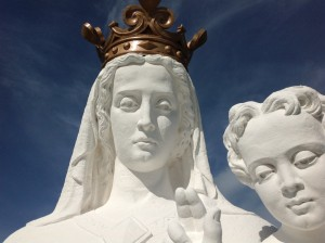 Sur cette photo on remarque de jolis détails de la statue .